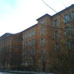 Rückansicht Rosa-Luxemburg Grundschule am Brühl