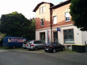 Haus mit Büro des Veranstalters Schlaumieten