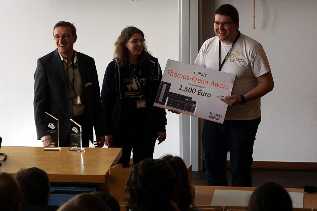 Steffen nimmt stellvertretend den Thomas Krenn Award entgegen.